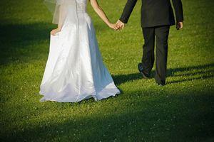 Chồng cũ mời đám cưới, tôi nói một câu khiến anh ta 'muối mặt'