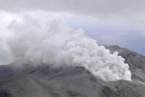 Đảo Kuchinoerabu Nhật Bản có núi lửa phun trào mạnh