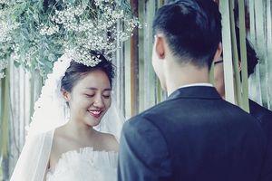Văn Mai Hương để mặt mộc, chủ động cầu hôn bạn trai giấu mặt
