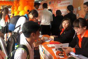 Hàng vạn học sinh tham gia tư vấn tuyển sinh hướng nghiệp tại TP.HCM và Thanh Hóa