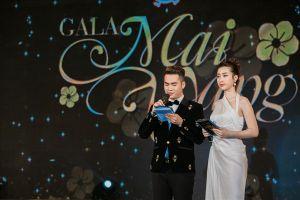 Hoa hậu Mỹ Linh làm MC trong chương trình chào xuân cho công nhân
