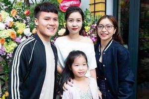 Người yêu lấy được lòng mẹ nuôi Quang Hải cách này khiến fan phải 'nể'