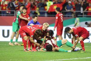 Clip: Thắng 11m, cầu thủ Việt Nam quẩy tưng bừng phòng thay đồ