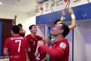Tuyển thủ Việt Nam ăn mừng cực 'nhiệt' trong phòng thay đồ