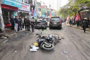 Nhiều người thoát chết may mắn trong vụ xe điên gây tai nạn liên hoàn trên phố Ngọc Khánh - Hà Nội