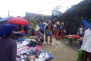Rực rỡ sắc màu tại chợ phiên Sìn Hồ vùng núi cao
