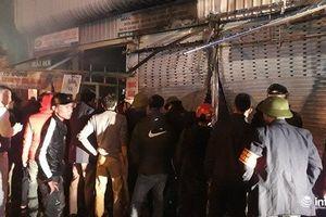 Thanh Hóa: Chợ đầu mối lớn nhất bốc cháy ngùn ngụt trong đêm