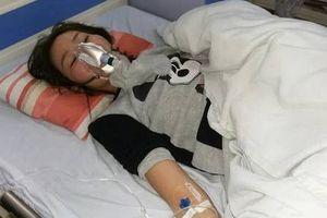 Mẹ cô gái bị đánh dã man ở chung cư Linh Đàm: 'Cứ 2-3 tiếng con tôi lại co giật'