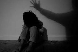 Tạm giam đối tượng xâm hại tình dục con gái của người yêu cũ
