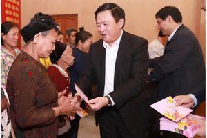 Bí thư Trung ương Đảng Nguyễn Xuân Thắng thăm và chúc tết tại tỉnh Nghệ An