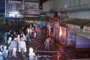Cháy ki ốt ở chợ đầu mối lớn nhất Thanh Hóa