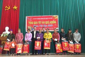 CLB Báo chí đồng hương Bắc Giang tặng quà người nghèo huyện Sơn Động