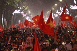 CĐV nhuộm đỏ phố phường sau chiến thắng của đội tuyển Việt Nam