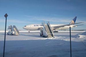 Hành khách kẹt trong máy bay suốt 14 tiếng giữa trời âm 20 độ