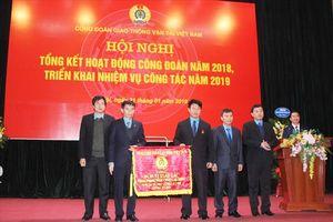 Tổng LĐLĐVN tặng 16 cờ thi đua cho các tập thể thuộc Công đoàn GTVT VN