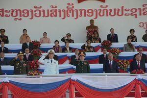 Đại tướng Ngô Xuân Lịch dự Lễ kỷ niệm 70 năm Ngày thành lập QĐND Lào