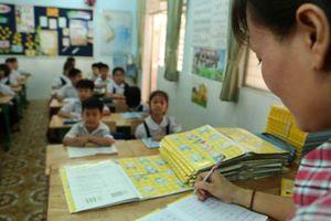 Bộ trưởng GD-ĐT ra chỉ thị giảm áp lực sổ sách cho giáo viên