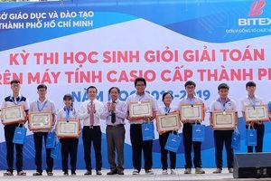 Gần 1.000 học sinh thi chung kết giải toán trên máy tính cầm tay