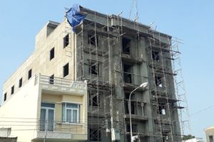 Rơi từ tầng 4 tòa nhà đang xây, 2 công nhân tử vong