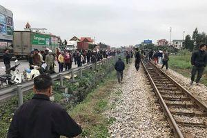 Kinh hoàng xe tải mất lái lao vào đoàn đi viếng mộ, ít nhất 7 người chết