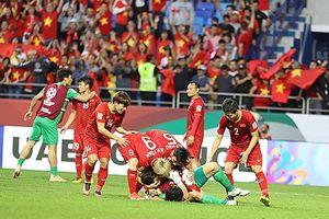 ĐT Việt Nam nhận 'mưa' tiền thưởng; Trọng tài Iran sai khi công nhận bàn thắng của Jordan