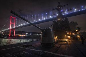 Khu trục hạm Mỹ tiến vào Biển Đen, Nga liền điều tàu theo sát