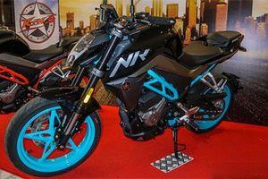 Naked-bike 'siêu ngầu' động cơ 250cc, giá chỉ ngang Honda CB150R 2019
