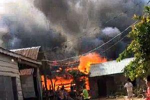 Nhà ba hộ nghèo bị lửa thiêu rụi vào dịp cuối năm