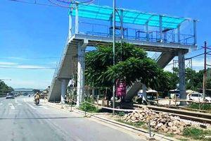 Dân phản đối cầu vượt đi bộ ở Thanh Hóa: Bài học lãng phí tiền tỷ vì lối tư duy manh mún, trì trệ