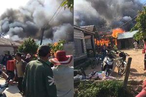Cháy lớn 3 ngôi nhà, hàng chục người tháo chạy ngày giáp Tết
