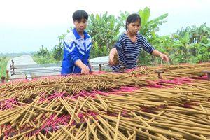 Làng nghề hương xạ thôn Cao vào vụ Tết