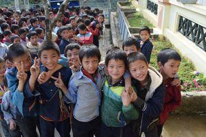'Ánh sáng Học đường' đến với 700 em học sinh huyện Hoàng Su Phì