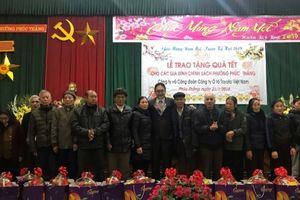 Toyota Việt Nam trao tặng quà Tết cho các gia đình chính sách và Hội Người cao tuổi