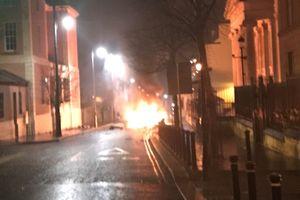 Bắc Ireland bắt giữ thêm 2 nghi phạm trong vụ đánh bom xe