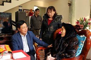 Phó Thủ tướng, Bộ trưởng Ngoại giao Phạm Bình Minh thăm, tặng quà Tết tại Nam Định