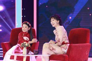 Trấn Thành và Hari Won mê tít cô MC nhí dẫn dắt cực duyên dáng