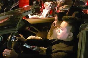 24h HOT: Đoàn người phát hiện Tuấn Hưng lái xe mui trần 25 tỉ chở vợ 'đi bão'