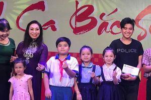 NSND Bạch Tuyết xúc động trong chương trình trao học bổng nhạc sĩ Bắc Sơn