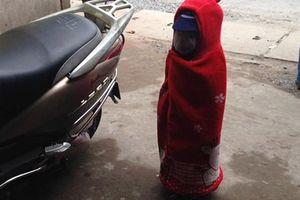 Tròn mắt 'combo thách thức mùa đông' của em bé đáng yêu