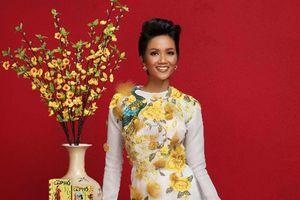 Hoa hậu H'Hen Nie: 'Cà phê, món quà thiết thực để tặng nhau dịp tết'