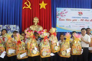 T.Ư Đoàn thăm, tặng quà Tết thanh thiếu nhi Ninh Thuận