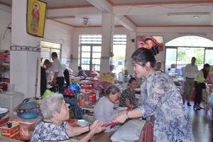 Vạn Thịnh Phát trao hơn 600 triệu đồng quà Tết