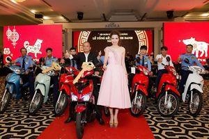 Doanh nhân Bùi Thị Hà chi 2 tỉ thưởng cho nhân viên Tập đoàn Bảo vệ Long Hoàng