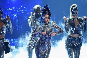 Show diễn Enigma: Bóc mẽ khoảnh khắc kém sang một-cách-đáng-yêu của Lady Gaga