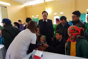 Khám chữa bệnh, cấp phát thuốc miễn phí cho người dân Bảo Lạc, Cao Bằng