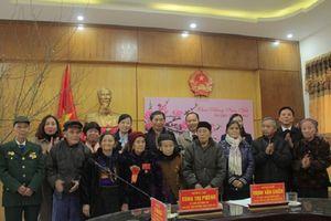 Phó Chủ tịch Quốc hội Tòng Thị Phóng thăm, tặng quà Tết các gia đình chính sách