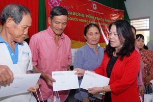 Chủ tịch Trung ương Hội Chữ thập đỏ Việt Nam thăm, tặng quà Tết tại tỉnh Long An