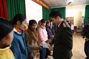 Mang Tết đến với người nghèo ở Tuyên Quang