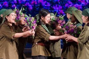 Khán giả lặng người vì xúc động khi xem vở kịch hát 'Hoa lửa Truông Bồn'