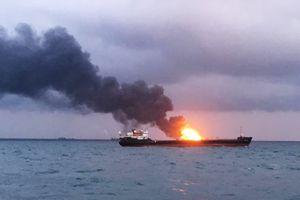 Tàu biển bốc cháy ngùn ngụt trên eo biển Kerch, 14 người thiệt mạng